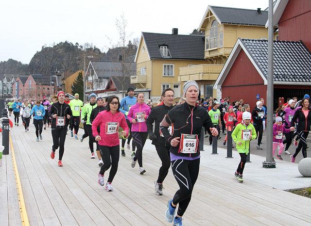 Langs brygga i Holmestrand Maraton i 2014. Foto: Runar Gilberg