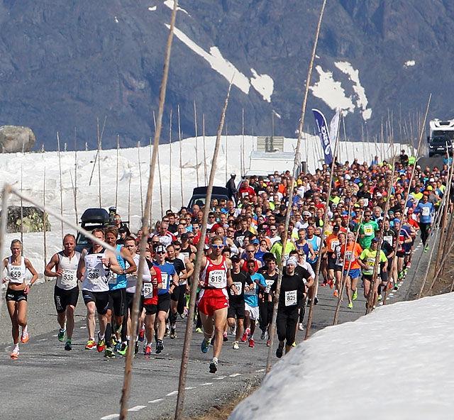 Fra halvmaratonstarten på Valdresflya med 550 løpere i startfeltet. Foto: Kjell Vigestad)