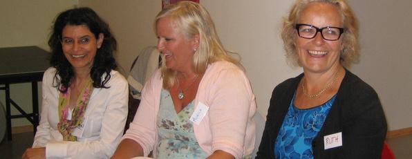 Ruth Grung frå helse- og omsorgskomiteen på Stortinget kom for å observere eit babyprogram på helsestasjonen.