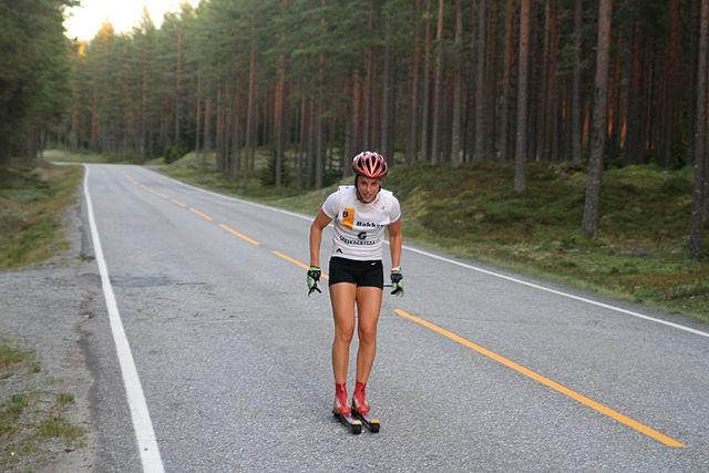 Ingrid Vikman staker mot mål i fjorårets langdistanserenn. I år blir det maraton med start ved Bronken på kommunegrensen til Våler.