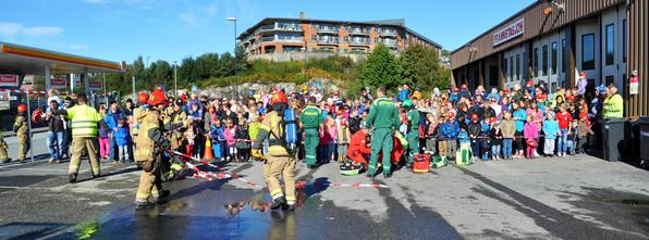 Lindås og Meland brannvern inviterer til open dag lørdag 20. september 2014.