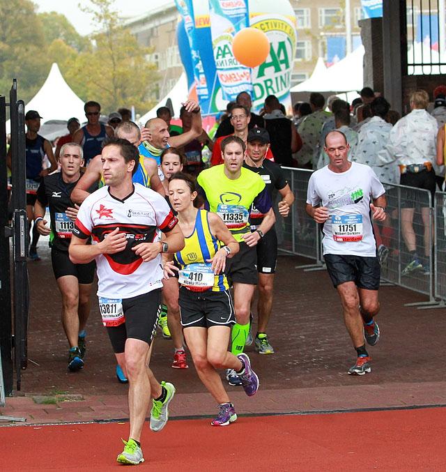 Gjennom_maratonporten_mot_maal_hel_A20G3198.jpg