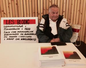 Harry Solhaug selger bøker_300x239.jpg