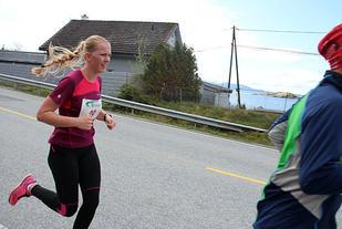 Et glimt av den vakre naturen , men utsikten får Mari Hetlesæter nyte etter løpet som gikk i 2015. Foto:  Elin Moen Karlsen, journalist i lokalavisa Strandbuen.