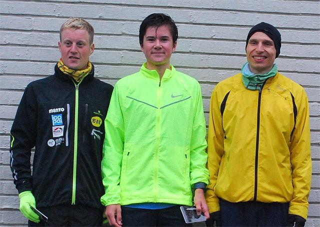 Jakob Ingebrigtsen vant foran Ragnar Stølsmark (til høyre) og Torsten Tengsareid. (Foto: arrangøren)