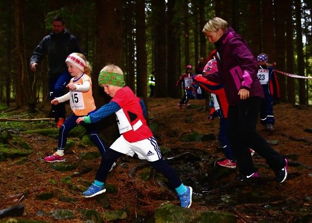 Kasper og Lea i flott driv i klasse 0-6 år (foto: Bjørn Hytjanstorp).
