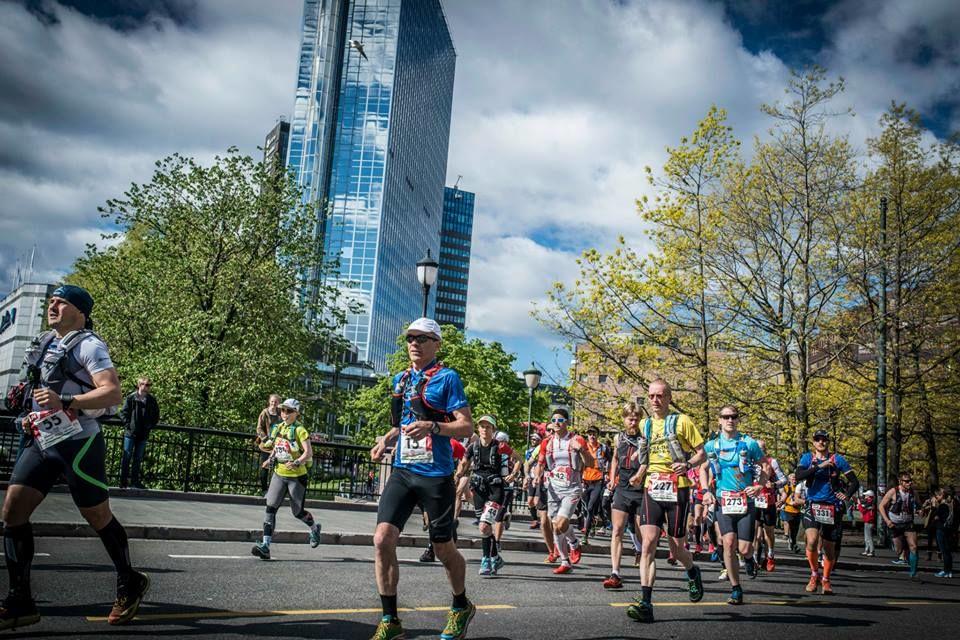 Bilde fra EcoTrail like etter starten. Dette ble årets og tidenes suverent største norske ultraløp.