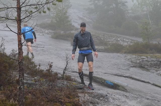 10-Gjermund Sørstad slet mye på glatta med sko med dårlig feste, holdt på å gi seg men tok en 43-km-ultra på fem runder. (640x424).jpg