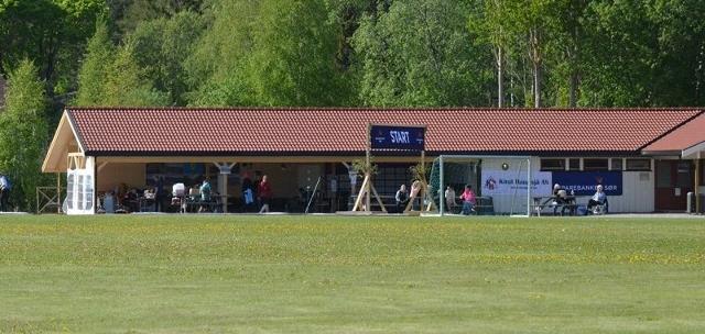 35-Det nyoppussede klubbhuset til Treungen IL fungerer godt til arrangement, med stort åpent tilbygg, velutstyrt kiosk og kjøkken og bedre lagerplass. (640x304).jpg