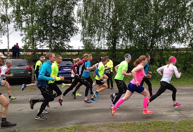 Fra starten på Gå-joggen i Moskogen før sommerpausen hvor også Ida Gjermundshaug Pedersen og Henning Mortensen vant. (Foto: Hallgeir Haug)