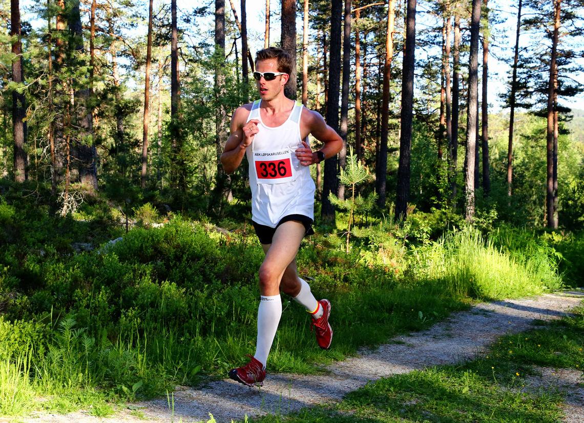 Frode Stenberg med imponerende fart i terrengløypa på Fetsund (foto: Bjørn Hytjanstorp).