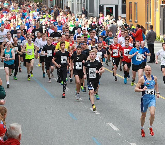 Midnight Sun Maraton - en femstjernes løpsfest - KONDIS ...  Midnight Sun Ma...