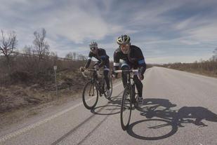 Martin Notøy Nevstad og Christoffer Remøy Endresen sykler Norge Rundt