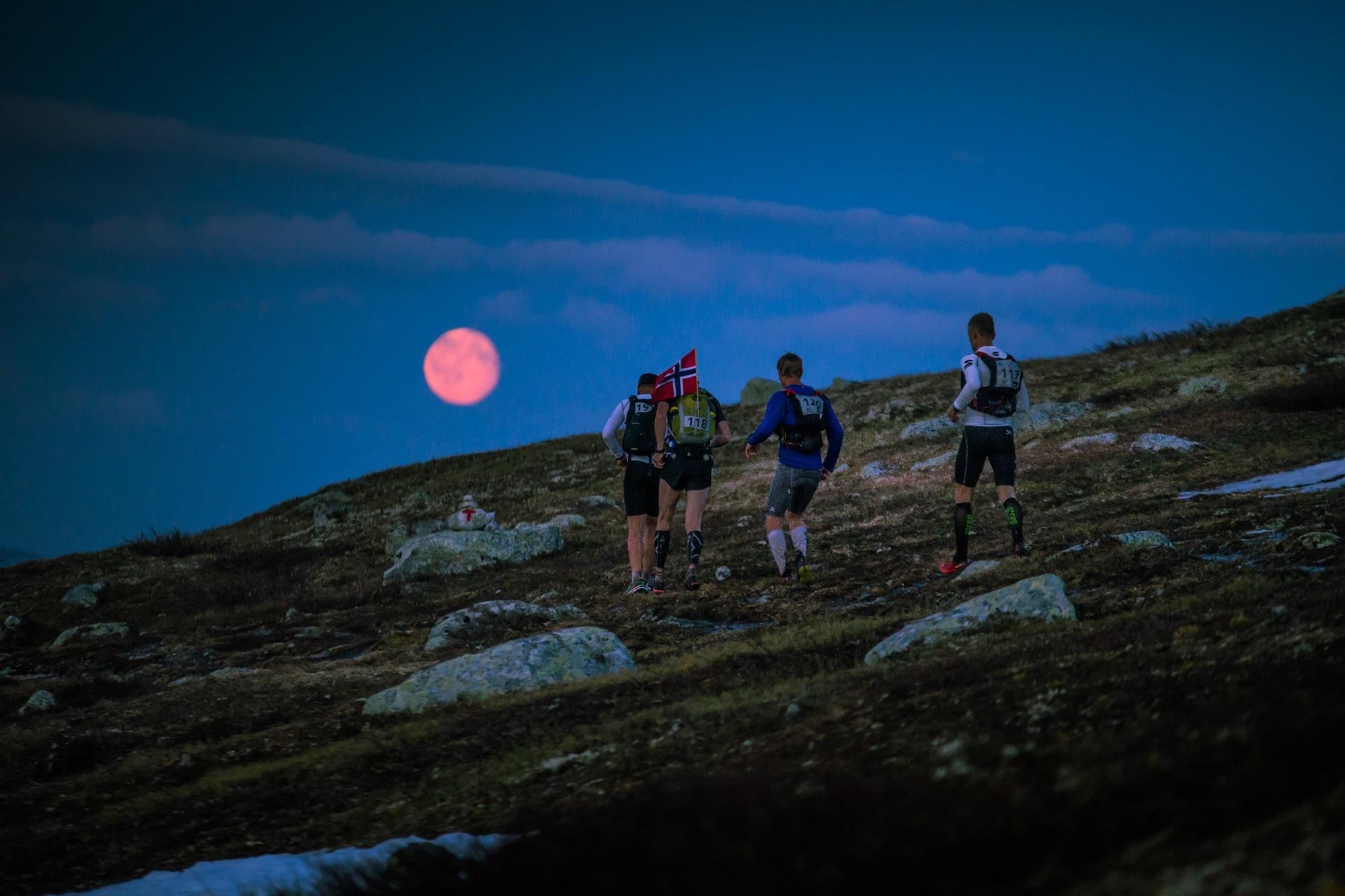 Fullmoon on the plateau. Photo Kyle Meyr.jpg
