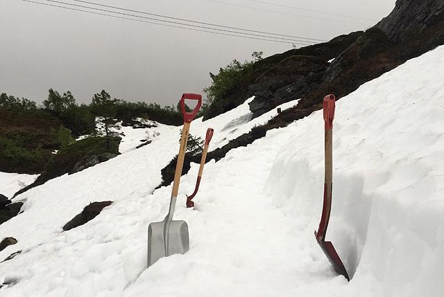 Vegen blir graven ut - i snø. (Foto: arrangøren)