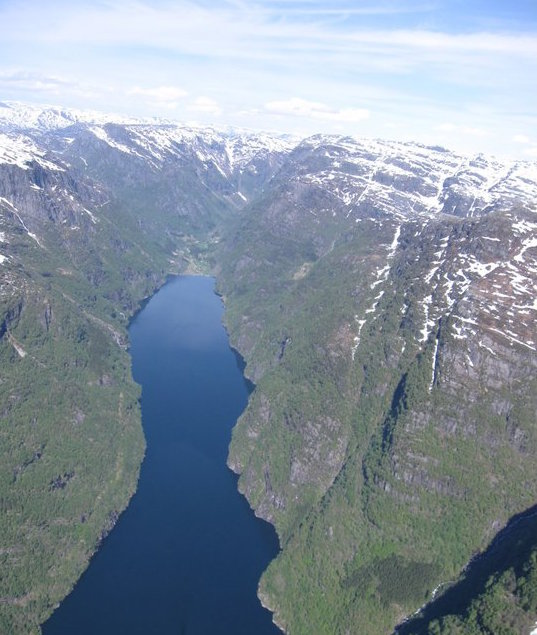 Arrangementet går i høgfjellet rundt den veglause fjordarmen Fyksesundet..jpg