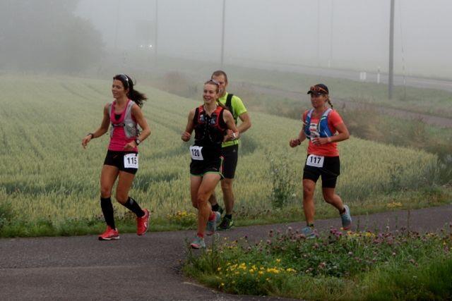 Teten i kvinneklassen på ultraløp 75 km. Vi ser Jeanette Vika, Henriette Brynthe og Cathrine Holme (arrangørfoto).