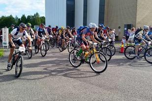 Fra starten på 5-toppers på sykkel i 2015 (foto: Eira Weseth).