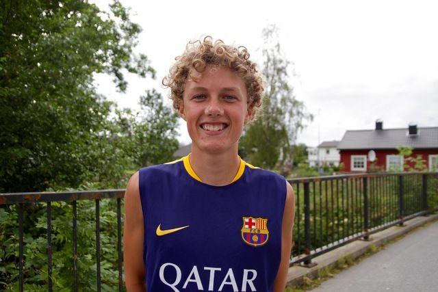 Andreas R Østrem er fotballspiller på Aafk, tidligere Rollon. Andreas blir 16 år om 4 dager. I dag vant han 5 km i Ålesund Sommerkarusell på tiden 17.54