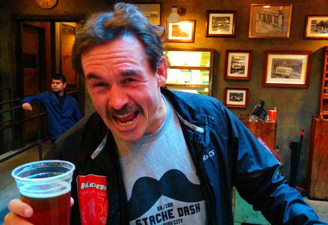 Barteløp hvor inntekten går til Movemberbevegelsen for menns helse arrangeres verden over i November, her er nettredaktøren etter deltakelse i Barteløp på Manhatten i november 2014.