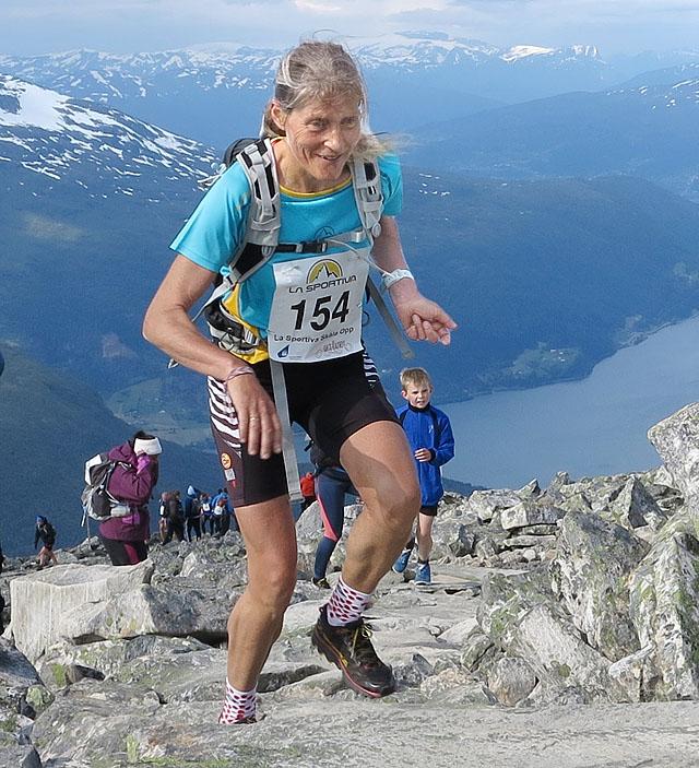 Anita_H_Evertsen_mot_toppen_Foto_Chr_Prestegaard.jpg