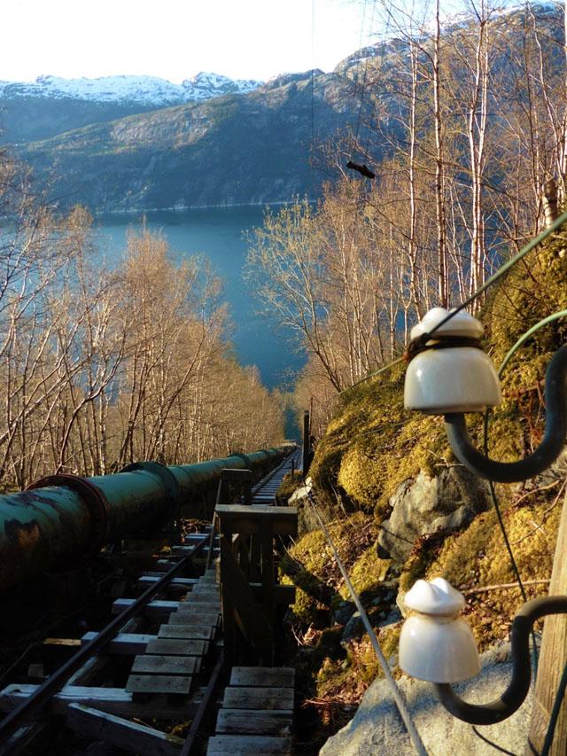 Flerlitrappene_med_utsyn_mot_Lysefjorden_640.jpg