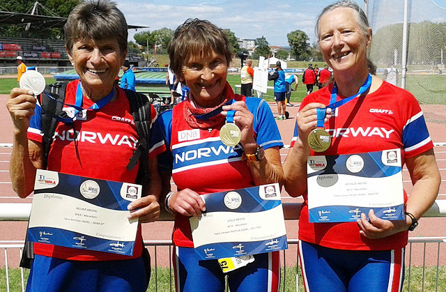 Vera Nystad, Signy Henden Rustlie og Oline Yksnøy kunne alle dra heim fra Frankrike med VM-medalje. (Foto: Turid Veggeland)