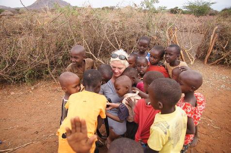 Ordføreren og barn i Taveta