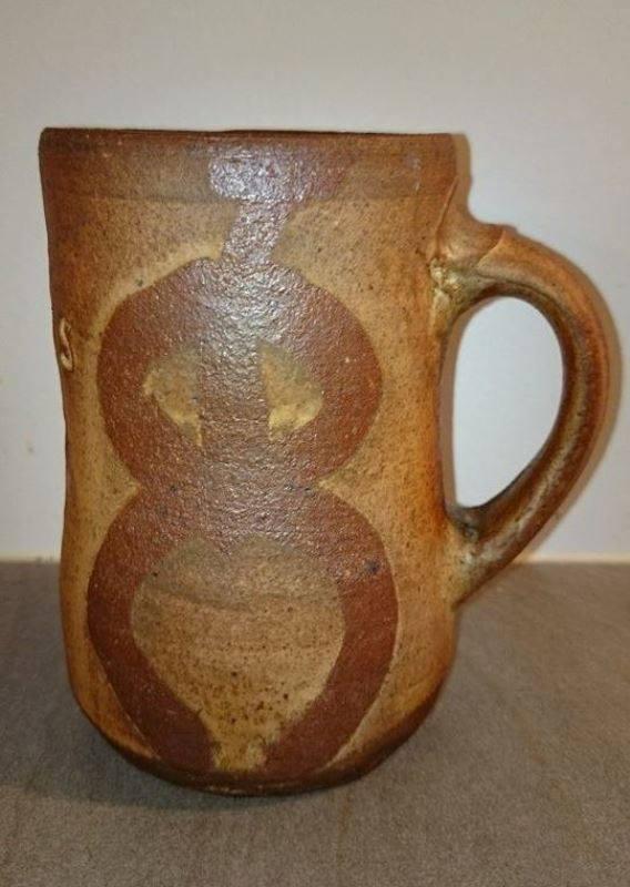 Pallpremiene er mjødkrus i håndlaget keramikk fra vedfyrt steinovn, av kunstneren John Skognes..jpg