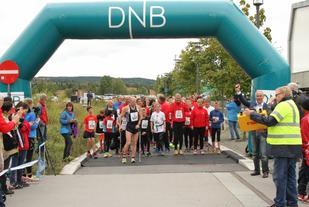 Fra starten på Lørenskogløpets 5 km i 2015. I år er det 40-årsjubileum. (Foto: Olav Engen)