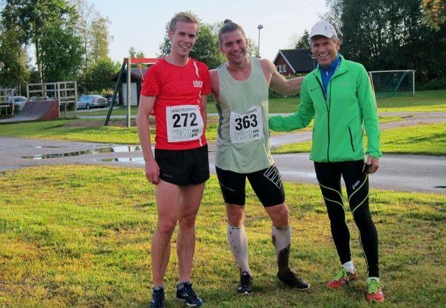 Eirik Rustad sammen med Erik Forbord i midten og løpsarrangør Odd Blakkisrud (foto: Toril Blakkisrud).