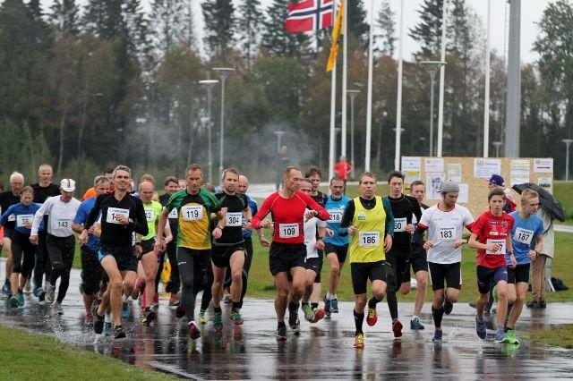 Startfeltet i UKI-karusellens 4. løp (foto: Olav Engen).