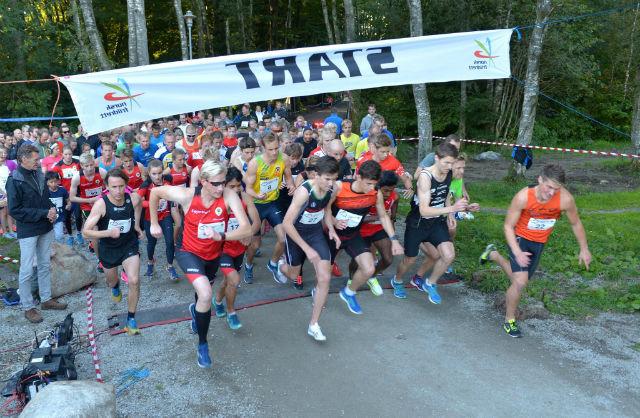 Starten har gått for den 56. utgaven av Mosvannsløpet. Foto: Ø Ellingsen.