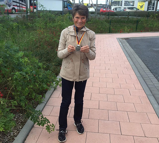 Vera_Nystad_gullmedalje.jpg