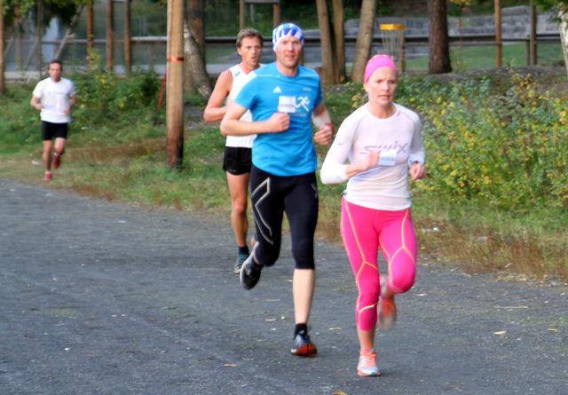 Ida Gjermundshaug Pedersen og Henning Mortensen på Greveløkka i det siste løpet i Gå-Joggen i 2015.