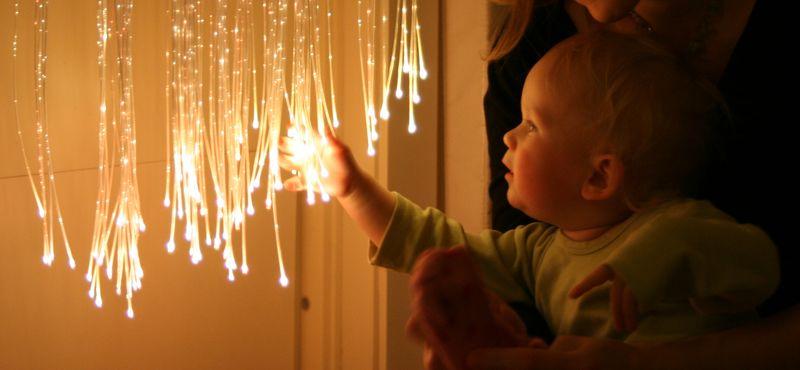 Baby og fiberoptiske tråder