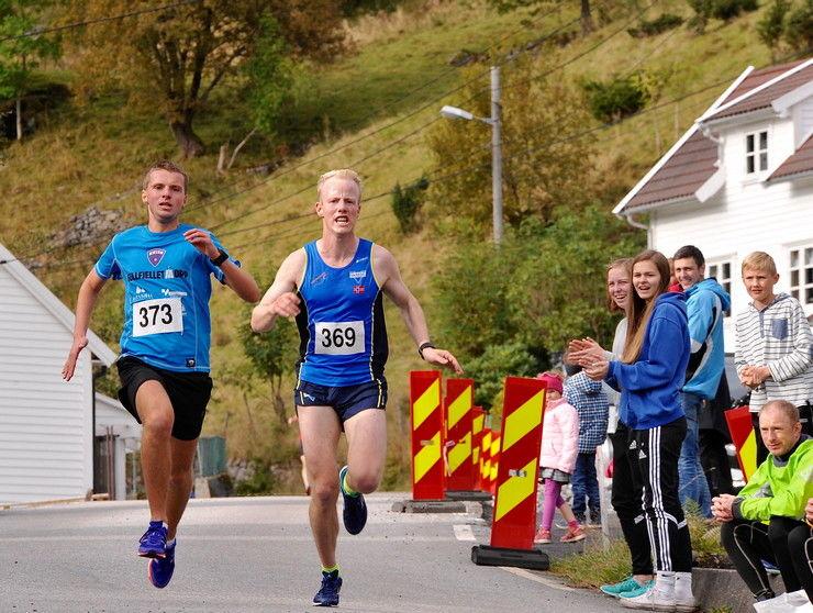Kampen om andreplassen i fjorårets eliteløp (foto: Jørgen Pettersen).