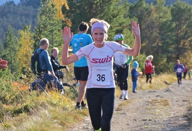 Tonje Brande vant i dag kvinneklassen i motbakkeløpet Østremssetra Opp på Emblemsfjellet. Foto: Martin Hauge-Nilsen