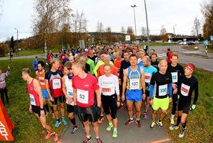 Halvmaratonstarten (foto: Bjørn Hytjanstorp).