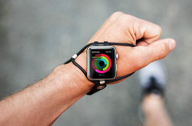 Klokkereima SHIFT plasserer klokka slik at den skal være lettere tilgjengelig og synlig for brukeren enn de tradisjonelle klokkereimene på håndleddet.