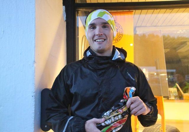 Olger Pedersen fra Hasundgot vant i dag 10 km i det 1. løpet av Ålesund vinterkarusell. Han lovte å dele premien med noen