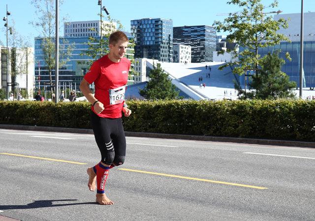 Lars Bjørbæk foran operaen i årets Oslo Maraton hvor han løp på 3.19.22 (Foto fra Lars Bjørbæk)