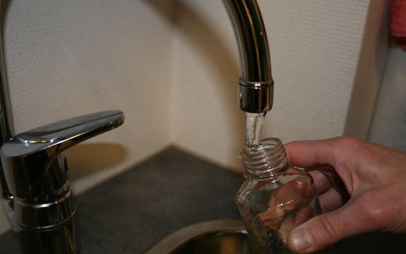 Vann fra springen istedenfor kjøp av flaskevann