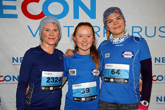Raskeste kvinne i 5-km-løypen var 13 år gamle Adele Henriksen etterfulgt av Tone Solfjeld Pedersen (til venstre) og Elina Drivenes.