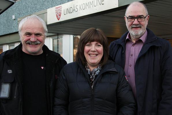 NYTT BUSTADKONTOR: Øyvind Tjore, Elin Kvalheim Helland og Svein H. Gjerstad utgjer det nye bustadkontoret.