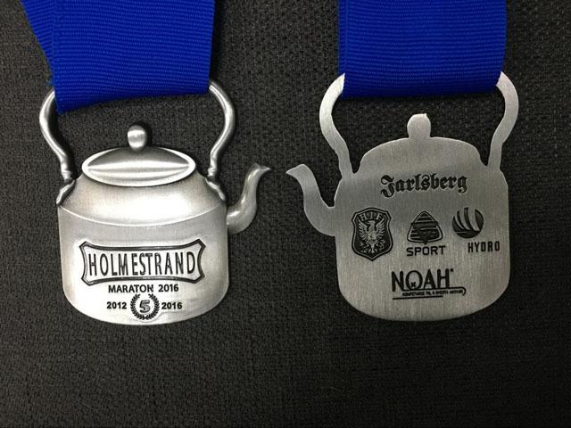 Holmestrand_maraton_medaljen_begge_sider_2016.jpg