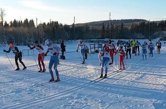 Fra starten på turrennet i Nybygda lørdag morgen med bare 20 løpere på start. (Arrangørfoto)