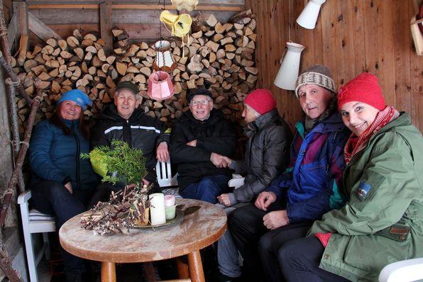 GODT TEAM. Christel Brakstad Bratshaug og Inger Fosse Dalland jobbar som aktivitørar på Alversund dagsenter.