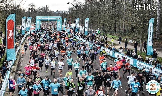 Med over 37 000 fullførende ble det satt ny deltagerrekord i årets Paris halvmaraton (Foto: Fitbit Semi de Paris)