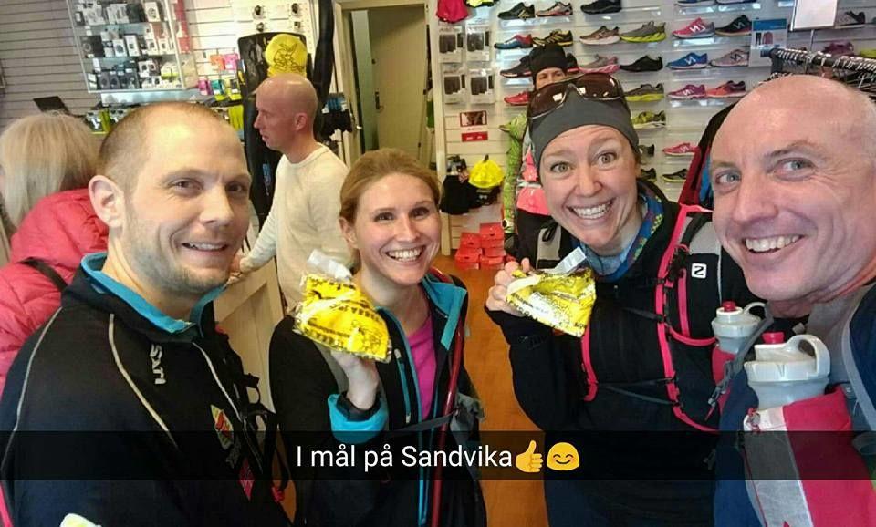 Selfie fra Neil Dryland (til høyre) etter at han, Pål Iversen, Ina Glymer og Heidi Grønvoll kom til mål.